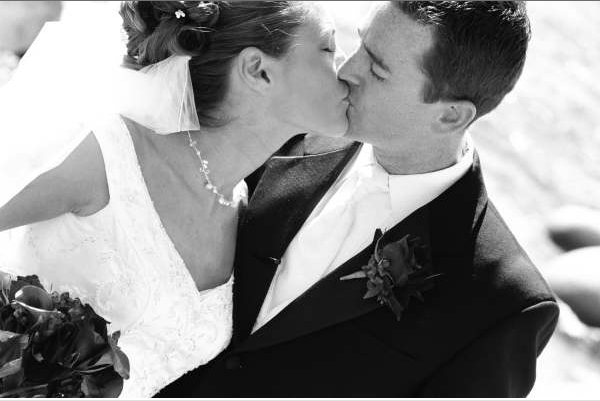 http://www.lavishfloral.com/images/black_and_white_sideways_kiss.png